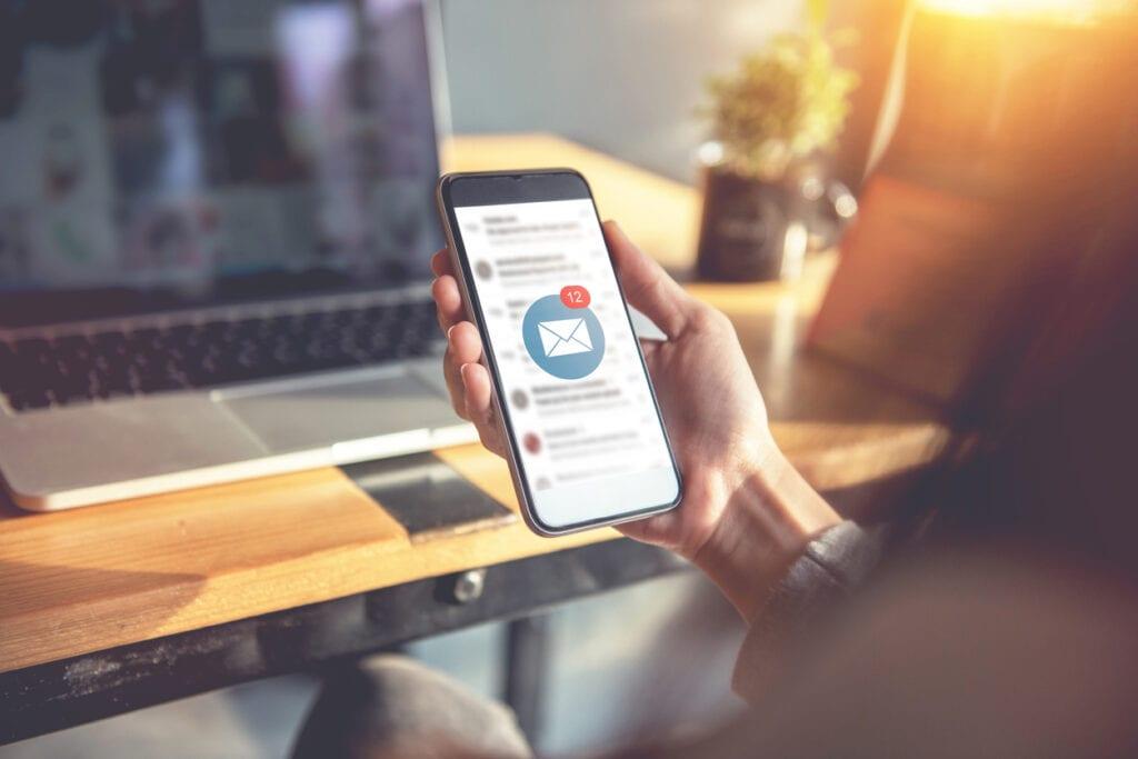 Linkedin Sales Navigator and Outlook Mobile